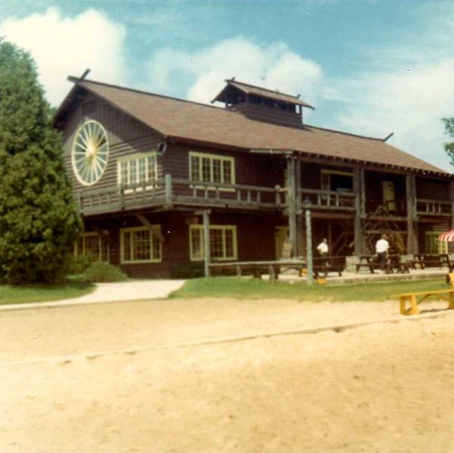 img159_Wagon_Wheel_Bldg_at_Jack_and_Jill_Ranch_1966
