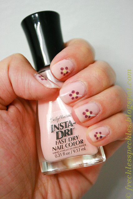 simple flower nail art