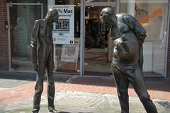 Argument (WrldVoyagr) Tags: city sculpture men art statue germany deutschland argument publicart dusseldorf düsseldorf altstadt oldtown seemann auseinandersetzung karlhenningseemann