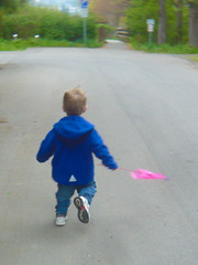 Boy with flag (Jeff Youngstrom) Tags: boy nathan flag run issaquah thirdavenue