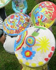 Topi caping warna-warni