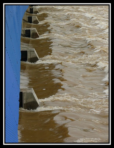 Presa de Vadorrey en el Río Ebro