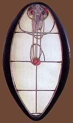 Vidriera diseñada por Charles Rennie Mackintosh para la puerta de entrada de la Escuela de Arte de Glasgow.