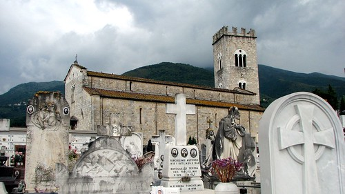 Camaiore Church and Cemetery da photonooner.