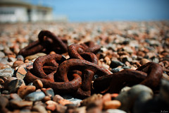 DOF Me Some Chain, Worthing, West Sussex (Damien Cox) Tags: uk england metal worthing rust dof westsussex stones south pebbles chain promenade southcoast sigma30mmf14exdchsm nikond40 damiencox snaptweet dcoxphotography