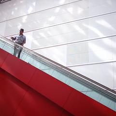 【写真】ミニデジで撮影したクイーンズスクエア横浜内のエスカレーター
