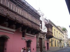 Balconi di Lima (Grabby Walls) Tags: travel peru america lima south perù viaggi viaggio sud balconi viaggiare grabbywalls