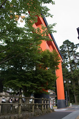 Torii in Hakone-machi (IzuenGordelekua) Tags: japan shrine cc creativecommons nippon shinto hakone torii nihon santuario japn hakonemachi japonia santutegia shint byncsa sintoismo tor