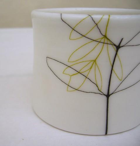 Signe porslin sm leaf front by karin eriksson