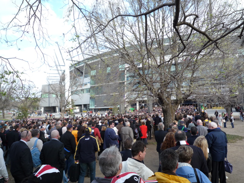 Queue for the Members, MCG
