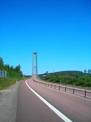 Over de Hga Kustenbron (naturum) Tags: bridge geotagged coast high suspension sweden hanging sverige brug 2008 hoge zweden kust hgakusten hga kusten hgakustenbron hangbrug kustenbron