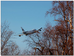 (BobButcher) Tags: trees alaska d50 nikon anchorage boeing 747 anchorageinternationalairport southernair nikkor70300mmf4556vr