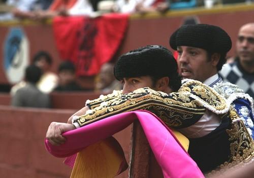El Fandi en el burladero de Lima
