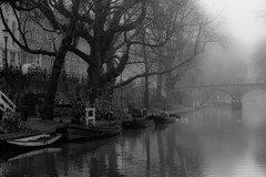 Old Canal ((Erik)) Tags: bridge fog boats utrecht ducks oudegracht oldcanal thegalleryoffinephotography aboatcalledlola ddd5booster
