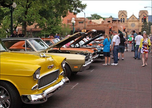 Lines of classic cars in the Plaza