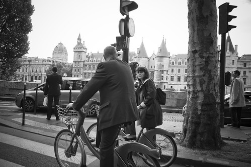 Paris Cycle Chic -  Chat