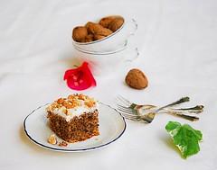Quadrotti alle noci (ErsyDN) Tags: christmas autumn cake recipe milk lemon nikon tea cinnamon nuts walnuts noel dolce glaze icing latte natale autunno gaeta limone frosting ricetta t noci cannella d80 glassa