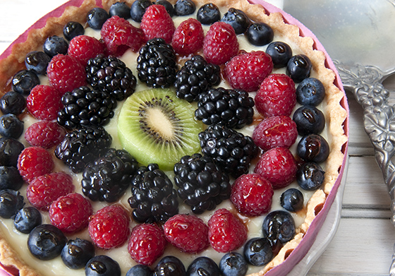Fruit and Cream Mini-Tarts -- variation making a full size tart