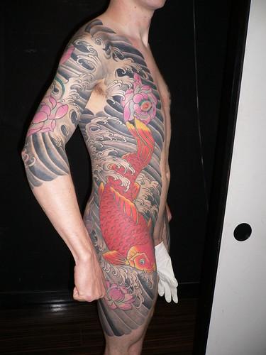 tatuajes de flor de lotto. El tatuaje se volvió a legalizar cuando las fuerzas de ocupación entraron en