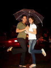 Bonding with my sis while enjoying and loving my genki Umbrella!