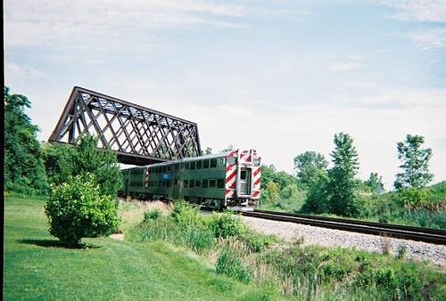 Southbound Metra passing through Northbrook Illinois. June 2008. by Eddie from Chicago