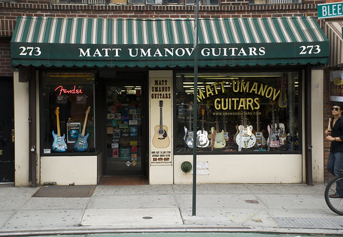 cool guitar shop in new york city axe central. Black Bedroom Furniture Sets. Home Design Ideas