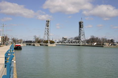 2006mrc_Welland_6666 (emzepe) Tags: old bridge winter ontario canada saint st vertical port booth canal lawrence lift harbour steel mobil 2006 welland navigation hd movable kanada seaway on truss mrcius kikt colborne szent tl csatorna lrinc acl mozg flke hajzsi emel nyithat vzit aclszerkezetes wellandcsatorna hajzhat