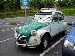 2 CV Still Going Strong! (maisonburke) Tags: cars 2cv oldcars rustycars citreon