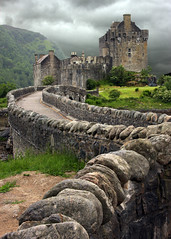 Eilean Donan Castle (JD's Photography) Tags: castles see scotland dramatic highlander it eileandonan outstandingshots i mywinners abigfave colorphotoaward impressedbeauty top20travel amazingamateur theunforgettablepictures life~as damniwishidtakenthat 100commentgroup grouptripod