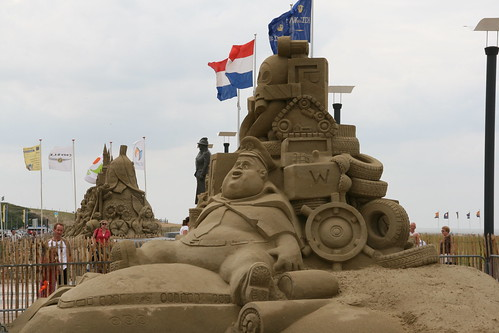 Wall-E sand sculpture