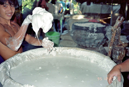 Making  rice paper  - Vietnam by Ik T