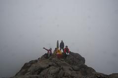雲の中の登頂記念写真