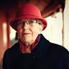 Kristelle 84 ans (Benoit.P) Tags: red portrait green eye art hat rouge mood montréal emotion benoit mtl femme strangers stranger troisrivieres dame mauricie tr vieux paille quartier expresion troisrivières superc virela gardela virela2 gardela2 virela3 gardela3 virela5 virela6 virela7 virela8 virela9 virela10 benoitp benoitpaille