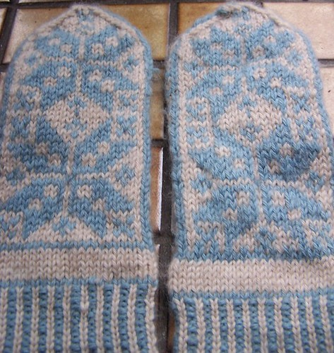 mitts outer side