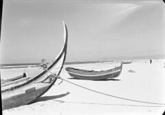 Costa de Caparica, Almada, Portugal (Biblioteca de Arte-Fundao Calouste Gulbenkian) Tags: costa praia barco caparica costadecaparica almada mrionovais