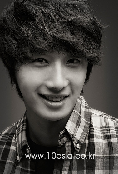 Jung Il Woo Photoshoot With 10Asia