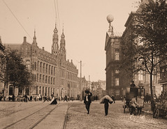 Former head post office then and now! (B℮n) Tags: nieuwezijdsvoorburgwal magnaplazashoppingcenter oudpostkantooramsterdam amsterdamnowandthen formerheadpsotofficeamsterdam royalpalaceonthedamsquare