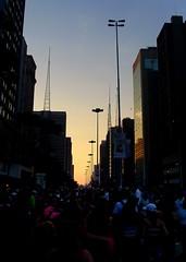 Mais um ano, mais um por-do-sol. (Bruno Farias) Tags: brazil brasil saopaulo pride paulista avpaulista orgulho everrocks brunofarias paradagay2008 gayparade2008 obrunofarias