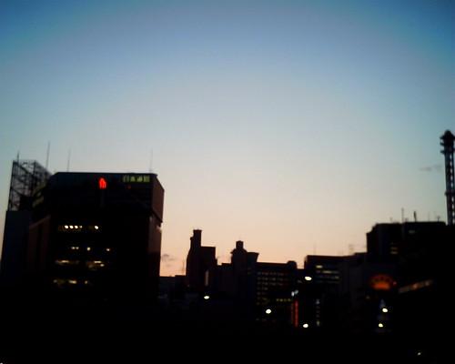 【写真】VQ1005で撮影した夕焼け空と新橋ビル群