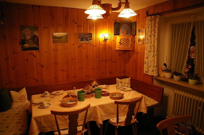 第二天住的民宿02 小餐廳.jpg