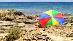 come far sembrare deserta una spiaggia che non lo  (jeanclaire) Tags: mare marzamemi sicilia ombrellone