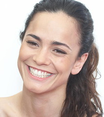 Brazilian actress Alice BRAGA (detengase) Tags: brazil portrait cinema sexy celebrity film beauty smile female canon movie stars eos glamour kino exotic actress paparazzi celebrities venezia braga mostradelcinema moviestars venicefilmfestival alicebraga