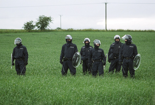 G8_fence_of_cops_field