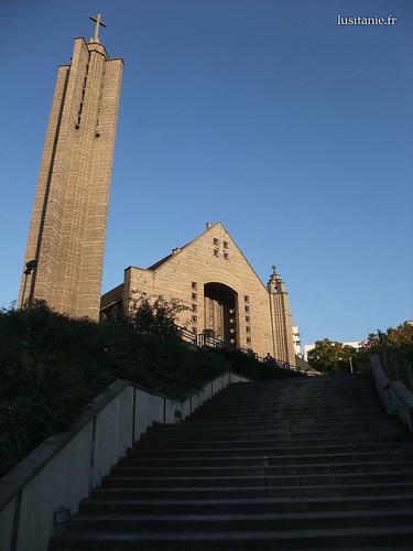 Degraus frente à igreja