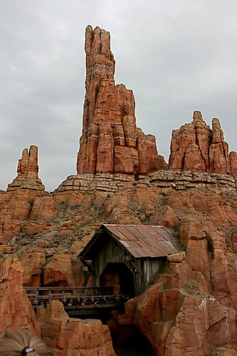 Disneyland Paris - Big Thunder Mountain Railroad por meanderingmouse.