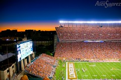 Burnt Orange Twilight (Suarez) Tags: sky usa austin t 1 football twilight ut texas s x longhorns e abc primetime win burntorange heisman gridiron hookem staduim a darrellkroyaltexasmemorialstadium coltmccoy top20texas bestoftexas hookem universityoftexasversusmissouri