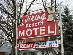 Viking Resort Motel (altfelix11) Tags: minnesota americana neonsign viking vintagesign vintageneonsign detroitlakes vintagemotelsign