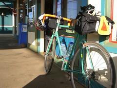 Morning Coffee Stop in Paia, Maui (Kevin Turinsky) Tags: bike bicycle cycling hawaii maui atlantis aloha paia rivendell steelframe carradice