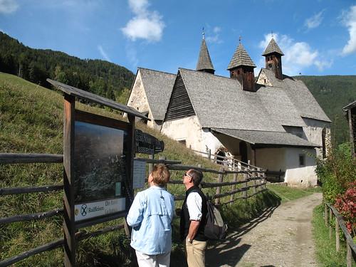 Der Weiler Dreikirchen im Eisacktal