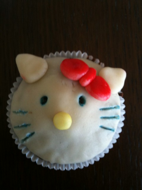 Hello kitty cup cake